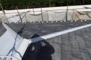 千葉県成田市M様邸の外壁塗装と屋根塗装工程:板金部下塗り(防錆プライマー)