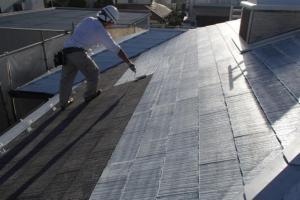 千葉県成田市M様邸の外壁塗装と屋根塗装工程:下塗り(サーモアイシーラー)