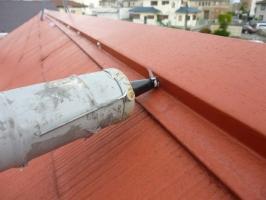 千葉県柏市の屋根塗装工程の釘頭にもコーキング剤工事