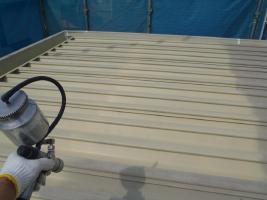 千葉県白井市I様邸の外壁塗装と屋根塗装工程:下塗り(サーモアイプライマー)