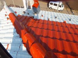 茨城県つくばみらい市の屋根塗装工程の上塗り1回目(サーモアイSi)