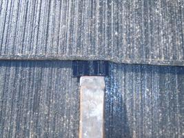 千葉県柏市O様邸の外壁塗装と屋根塗装工程:縁切り材の挿入(タスペーサー)