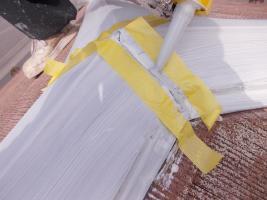 千葉県野田市O様邸の外壁塗装と屋根塗装工程:棟包みのコーキング