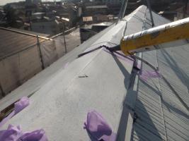 千葉県船橋市の屋根塗装工程の棟包みのコーキング