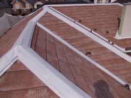 千葉県野田市O様邸の外壁塗装と屋根塗装工程:釘頭のコーキング