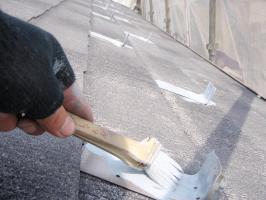 茨城県取手市T様邸の外壁塗装と屋根塗装工程:板金部の下塗り