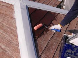 千葉県野田市O様邸の外壁塗装と屋根塗装工程:下塗り1~2回塗り(ファイン浸透シーラー