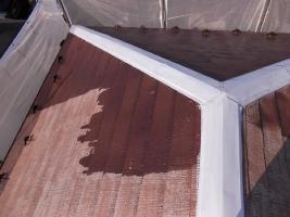 千葉県野田市O様邸の外壁塗装と屋根塗装工程:下塗り1~2回塗り(ファイン浸透シーラー)