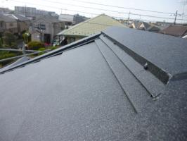 千葉県柏市I様邸の外壁塗装と屋根塗装工程:釘頭のコーキング
