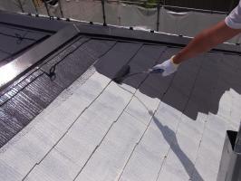 千葉県柏市N様邸の外壁塗装と屋根塗装工程:上塗り1回目(サーモアイ4F)