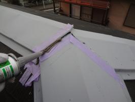 棟包みと釘頭のコーキング打ち替え2