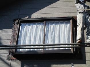 千葉県流山市 M様邸のサッシ枠まわりに木材風モルタル造形塗装を施しました。