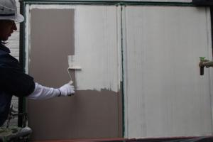 千葉県成田市M様邸の外壁塗装と屋根塗装工程:下塗り(防錆プライマー)