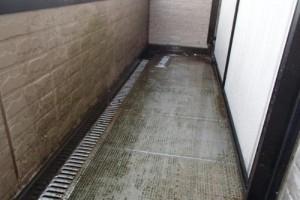 成田市の外壁塗装と屋根塗装のベランダの施工前写真