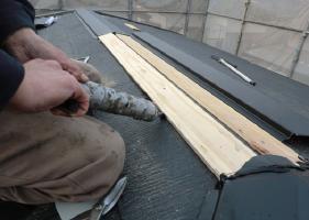 棟板金用の下地貫き材の取付2