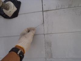 千葉県柏市O様邸の外壁塗装と屋根塗装工程:コーキングの打ち替え(撤去)
