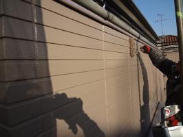 千葉県柏市O様邸の外壁塗装と屋根塗装工程:上塗り2回目(ファインシリコンフレッシュ)