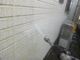 茨城県つくばみらい市N様邸の外壁塗装と屋根塗装工程:高圧洗浄