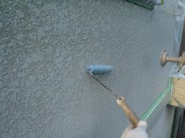 千葉県白井市I様邸の外壁塗装と屋根塗装工程:下塗り(サーモアイウォールシーラー)