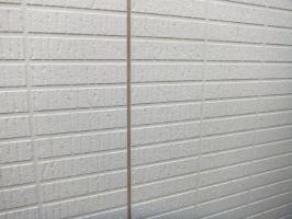 茨城県つくばみらい市N様邸の外壁塗装と屋根塗装工程:目地のコーキングの打ち替え(撤去)