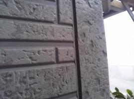 千葉県柏市I様邸の外壁塗装と屋根塗装工程:サイディングボードのパテ補修