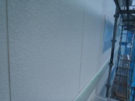 千葉県白井市I様邸の外壁塗装と屋根塗装工程:上塗り2回目(サーモアイウォールSi)