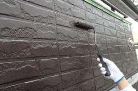 千葉県成田市M様邸の外壁塗装と屋根塗装工程:中塗り2回目(ダイヤモンドコートBS水性)