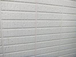 茨城県つくばみらい市N様邸の外壁塗装と屋根塗装工程:コーキング打ち替え(ならし)