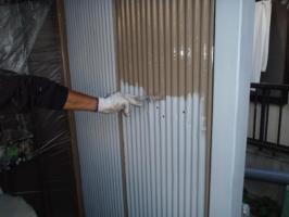 千葉県松戸市A様邸の外壁塗装と屋根塗装工程:上塗り1回目(ファインシリコンフレッシュ)
