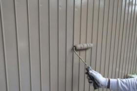 千葉県松戸市A様邸の外壁塗装と屋根塗装工程:上塗り2回目(ファインシリコンフレッシュ)