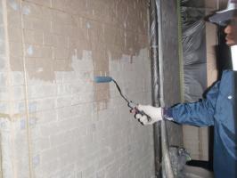 茨城県取手市H様邸の外壁塗装と屋根塗装工程:下塗り(浸透性強化シーラー)