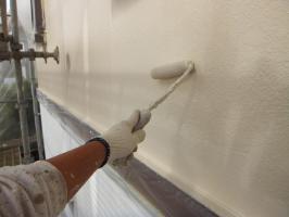 茨城県つくばみらい市N様邸の外壁塗装と屋根塗装工程:上塗り2回目(パーフェクトトップ)
