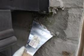千葉県成田市M様邸の外壁塗装と屋根塗装工程:劣化箇所のパテ補修(除去)