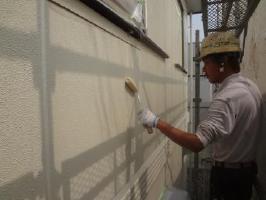 茨城県取手市O様邸の外壁塗装と屋根塗装工程:下塗り(水性シリコン浸透シーラー)