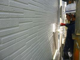 千葉県柏市I様邸の外壁塗装と屋根塗装工程:下塗り(水性ペリアートUV)