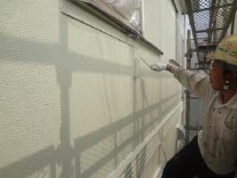 茨城県取手市O様邸の外壁塗装と屋根塗装工程:上塗り2回目(水性シリコンセラUV)