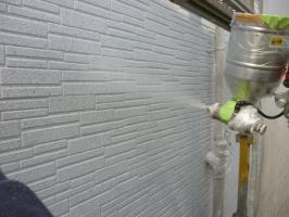 千葉県柏市I様邸の外壁塗装と屋根塗装工程:意匠性(吹付塗装)