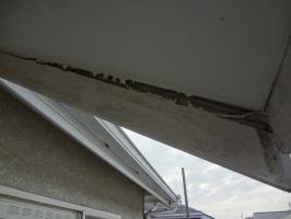 千葉県柏市N様邸の外壁塗装と屋根塗装工程:破風板の中の腐食確認
