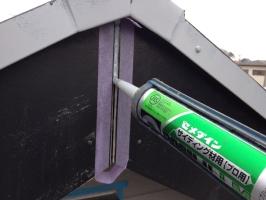 千葉県柏市M様邸の外壁塗装と屋根塗装工程:コーキング打ち替え(打ち込み)