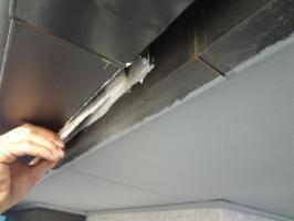千葉県我孫子市H様邸の外壁塗装と屋根塗装工程:下塗り(塩ビゾルウレタンプライマー)