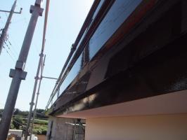 茨城県つくばみらい市N様邸の外壁塗装と屋根塗装工程:上塗り2回目(1液ファインシリコンセラUV)