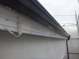 千葉県船橋市U様邸の外壁塗装と屋根塗装工程:上塗り1回目(ファインシリコンフレッシュ)