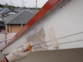 茨城県取手市T様邸の外壁塗装と屋根塗装工程:上塗り1回目(ファインシリコンフレッシュ)