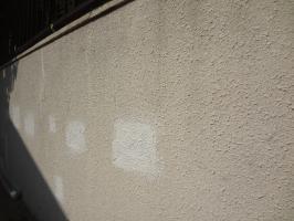 千葉県我孫子市H様邸の外壁塗装と屋根塗装工程:塗膜の剥がれ補修(模様付け)
