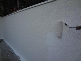 千葉県我孫子市H様邸の外壁塗装と屋根塗装工程:上塗り1回目(一液ファインシリコンセラUV)