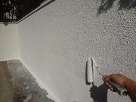 千葉県我孫子市H様邸の外壁塗装と屋根塗装工程:上塗り2回目(一液ファインシリコンセラUV)