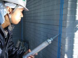 千葉県野田市I様邸の外壁塗装と屋根塗装工程:目地のコーキング剤の打ち替え