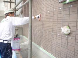 千葉県我孫子市U様邸の外壁塗装と屋根塗装工程:下塗り(浸透性強化シーラー)