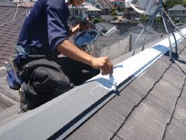 千葉県我孫子市U様邸の外壁塗装と屋根塗装工程:板金部の下塗り