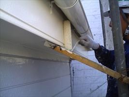 千葉県柏市和田様邸の外壁塗装と屋根塗装工程:中塗り